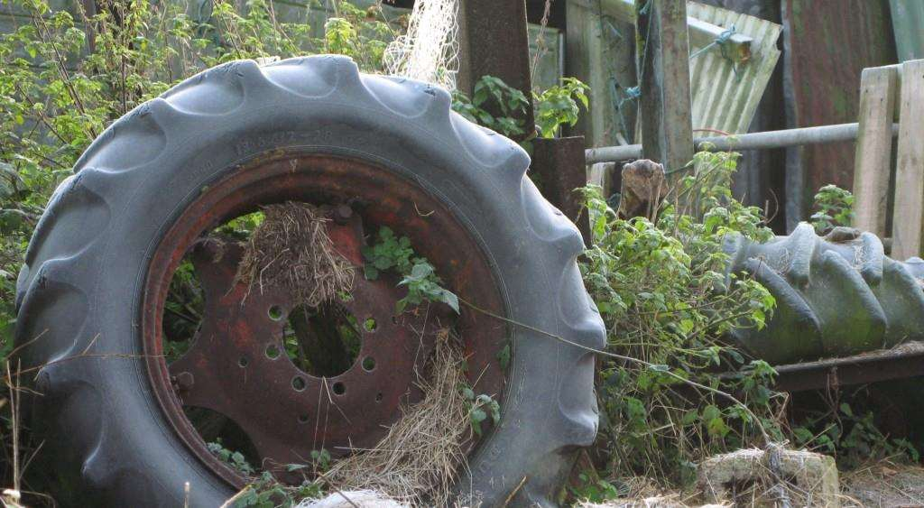 Pops Pics #6 - Anyone seen the rest of this tractor?, IMG 0025 1024x563%, uncategorised%