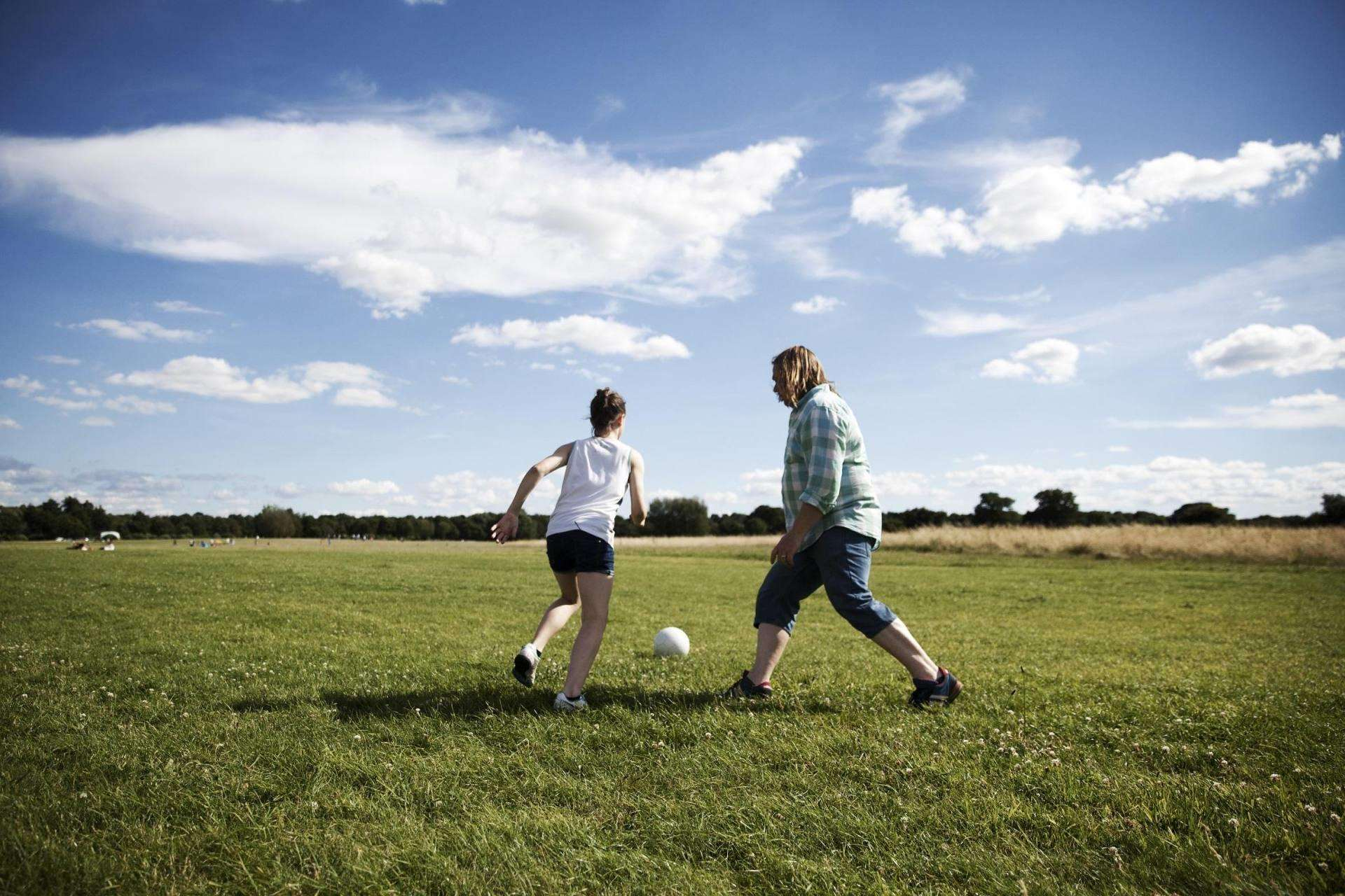 The Dad helped his daughter escape her Tourettes through women's football, Daisy Kenny Park%, lifestyle%