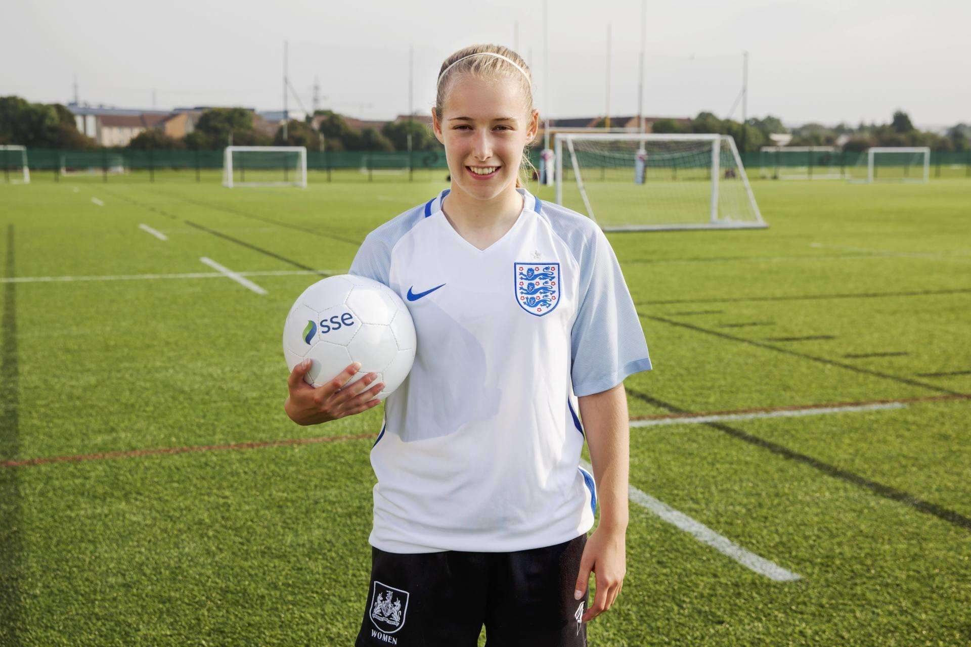 Dad Inspires Daughter to Reach Women's World Cup, England shirt front on%, lifestyle, community%