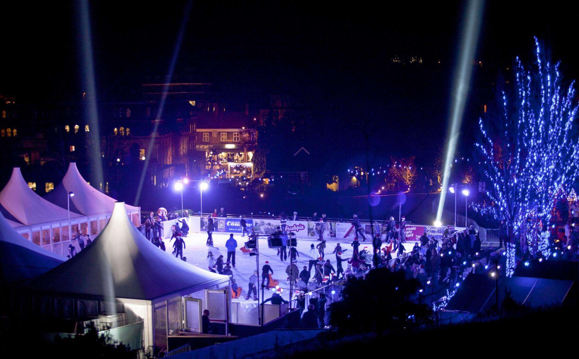 3 Magical Christmas Moments All Children Will Love, View of the rink pdf credit Jonathan Buss%, lifestyle%