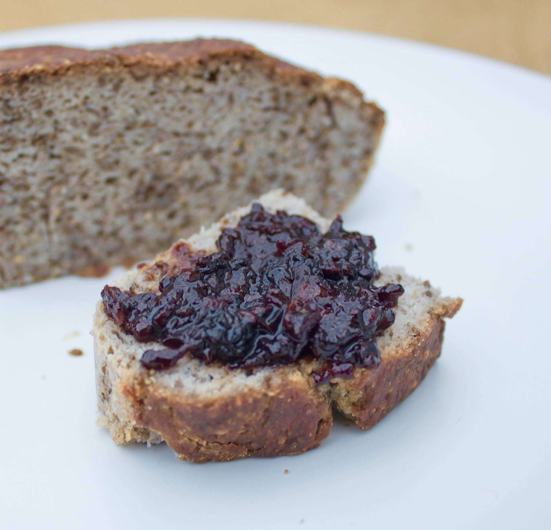 3 Child Friendly Vegan Recipes for Desert, buckwheat bread with blackberry and apple cocunet jam 1%, lifestyle%