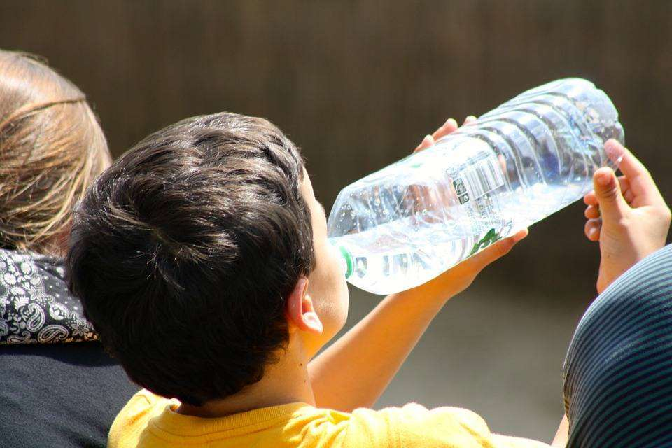 8 Simple Ideas to Get Your Toddler Drinking More H20, boy drinking from bottle 738210 960 720%, new-dad, health, 6-9, 4-5, 2-3%