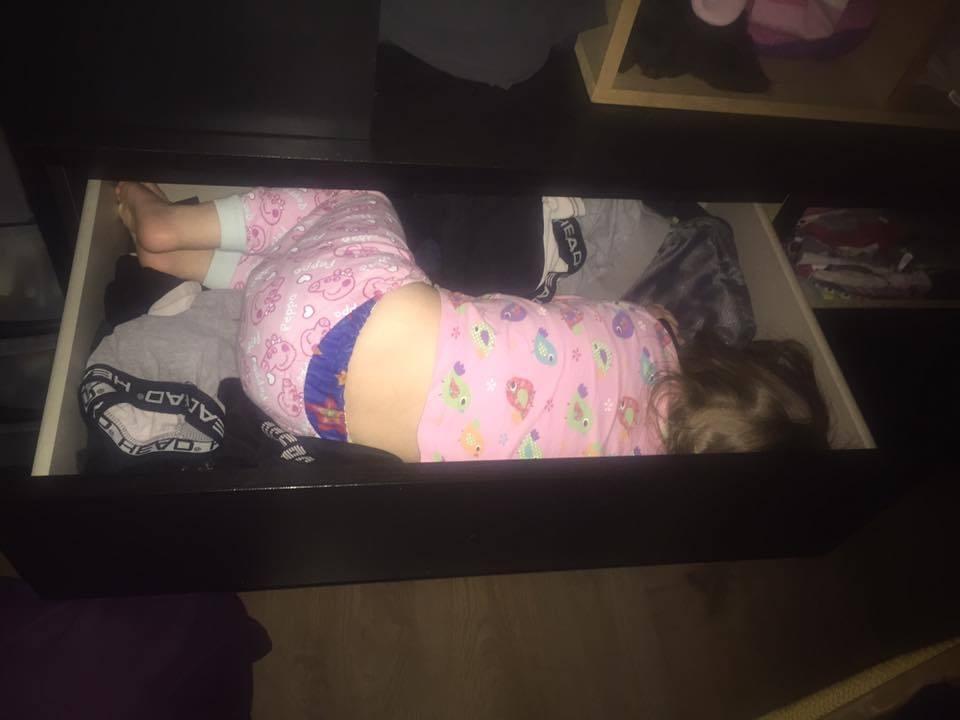12 Hilarious Photos that Prove Kids will Sleep Anywhere, 13600319 10156977225300417 2000833822423713429 n%, 2-3%