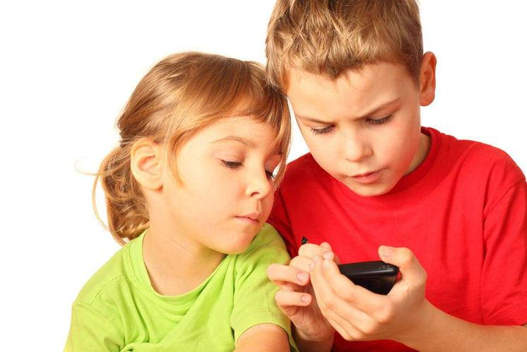 Is your child (or you) addicted to their smartphone? Take the test, 23153717101 4892df32d4 b%, daily-dad, health%