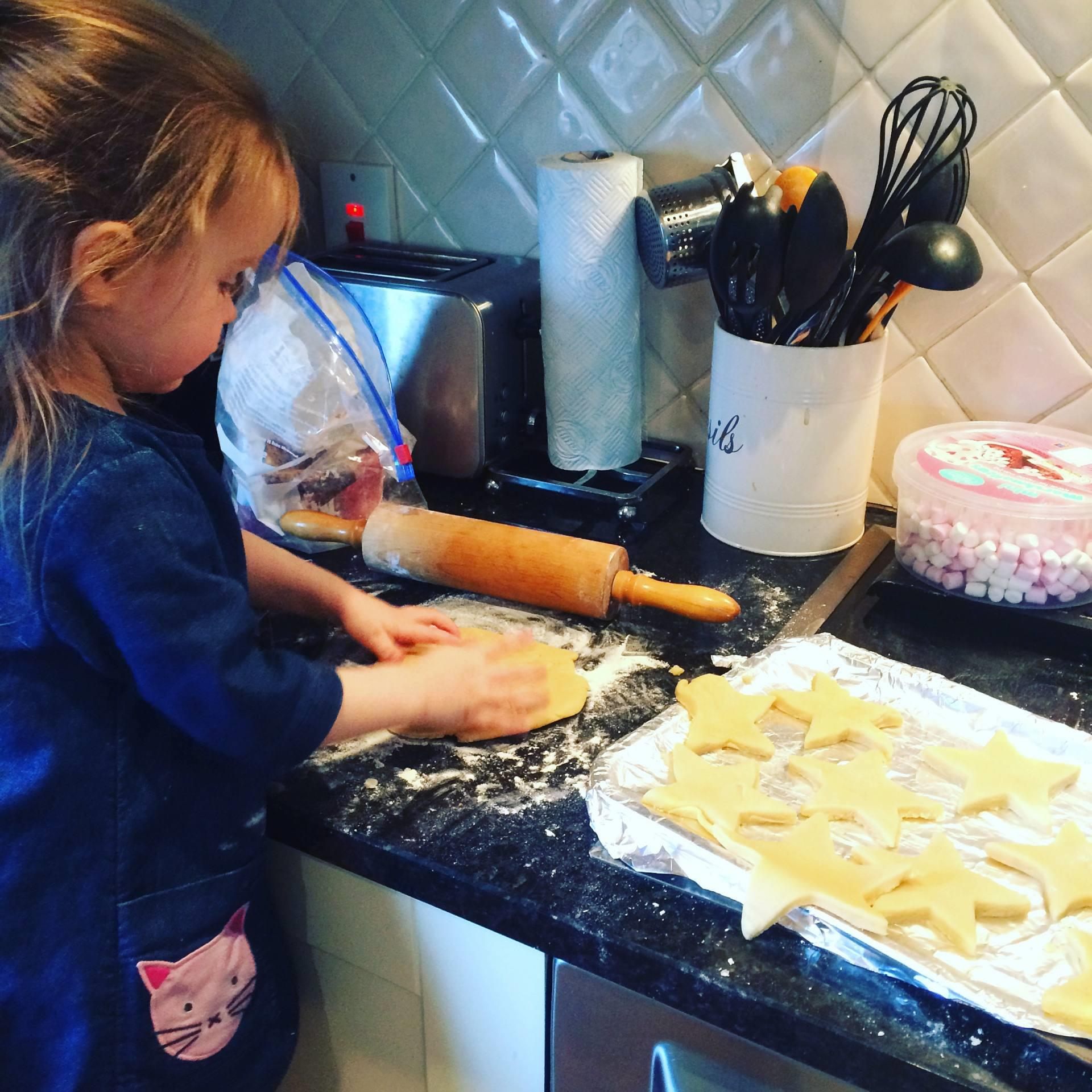34 Easy Steps for Baking with Children: The Alternative Guide