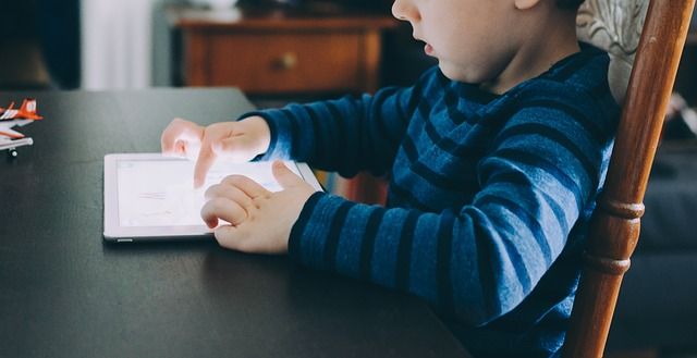 Under 5's Watching More Online Video Than Ever Before, people 2564425 640%, health%