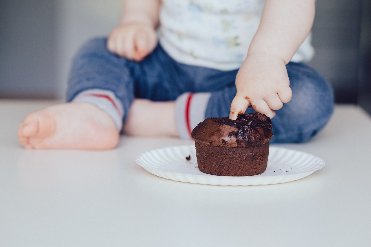 PARENTING AROUND FOOD TO ENCOURAGE HAPPY, HEALTHY EATERS, cupcake 2940558 1280%, daily-dad%