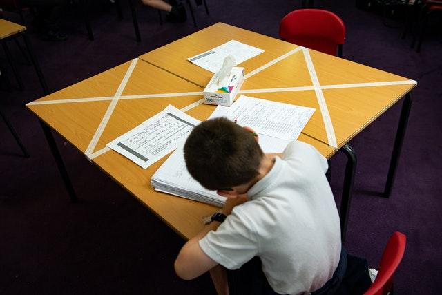 Schools in England receive £2.2bn funding increase, 2.54372558%, daily-dad%