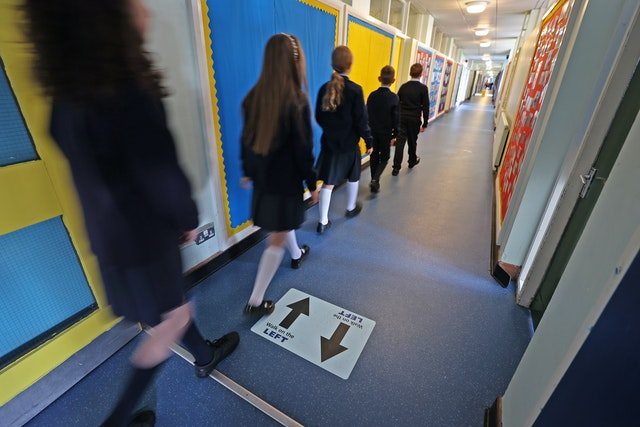 What are the rules on face coverings in UK schools?, 2.55139668%, daily-dad, education%