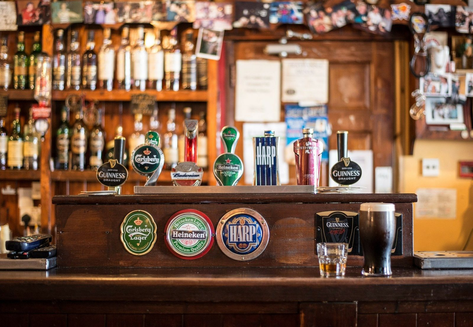 How to talk about Beer like a Pro when back in the Pub!, bar 209148 1920 1600x1108%, daily-dad, community%