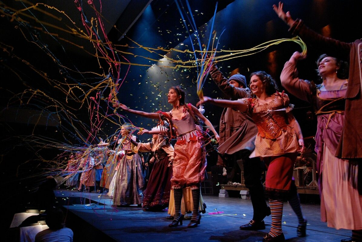 6 Musicals To See With Your Family This Year, chicago 94510 1920%, 6-9, 4-5, 2-3, 10-13%