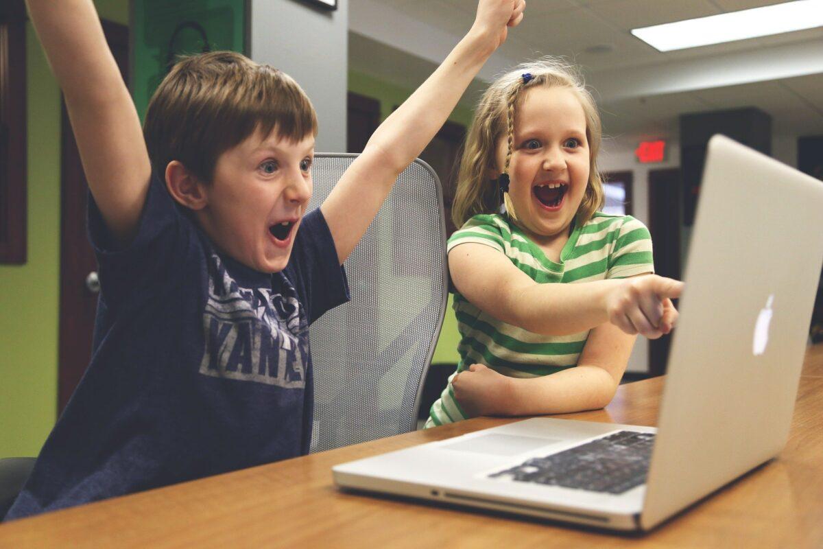 New Guide To Help Children Understand Online Spending, children 593313 1920%, daily-dad, 6-9, 14-17, 10-13%
