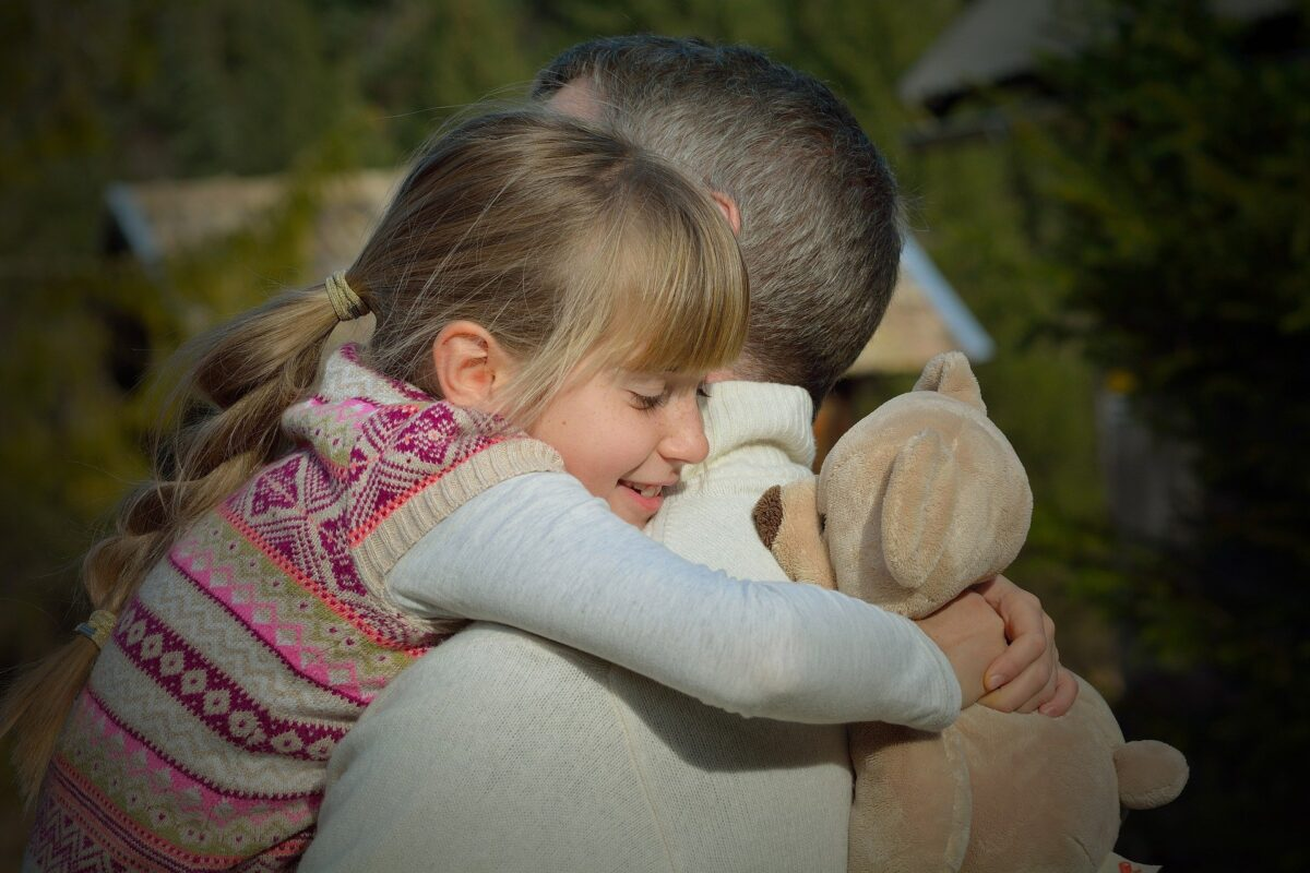 How to Hug Safely, father 551921 1920%, health, community%