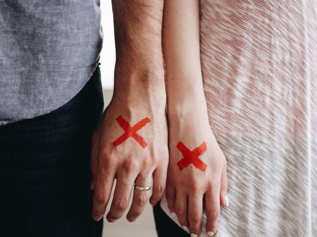 Silent Killers That Can Ruin Relationships, hands 1246170 1920%, daily-dad, love-and-relationships%