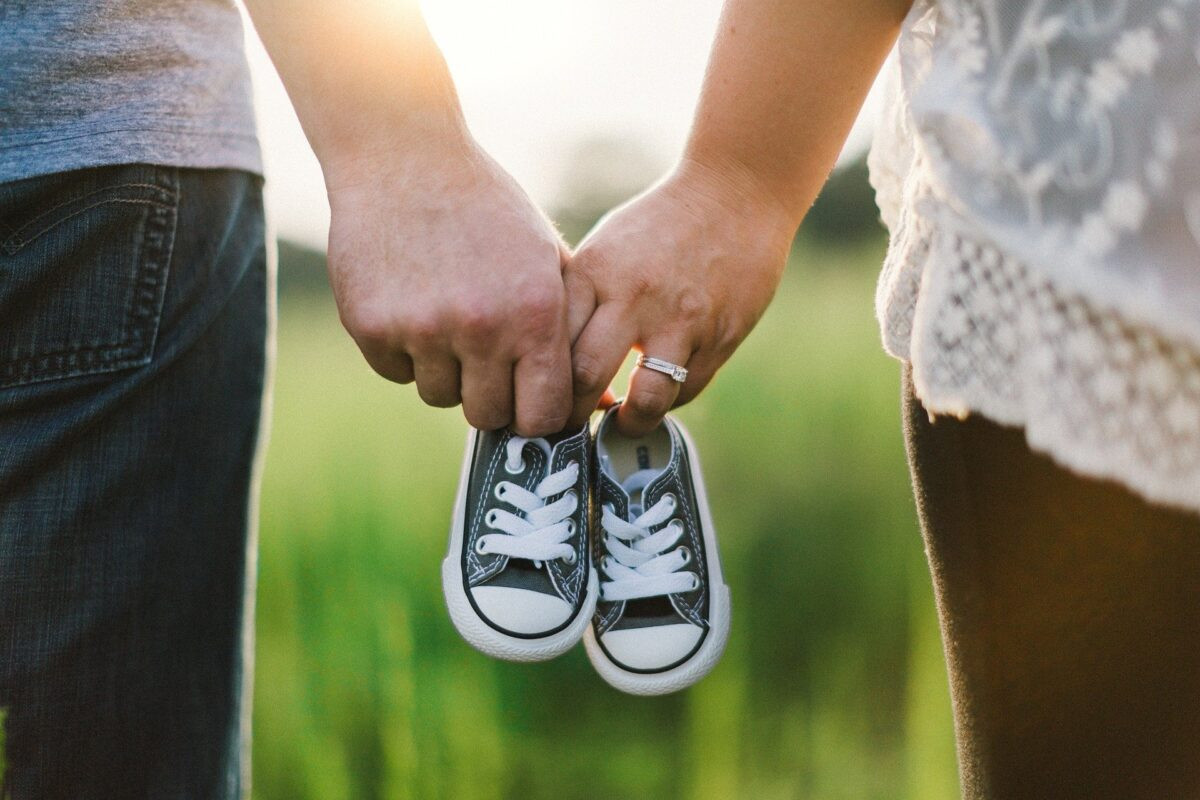 Understanding your partner's emotions after a baby, holding hands 918990 1920%, daily-dad, new-dad, 0-1%