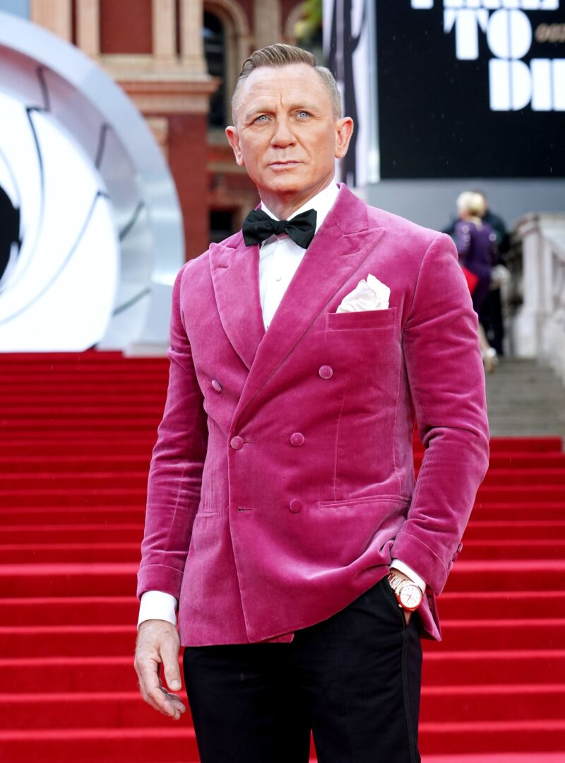 Daniel Craig donates £10,000 to suicide-prevention charity walkers, embedded262810690 800x1079%, news, health%